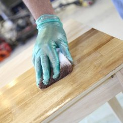 using staining pad on table