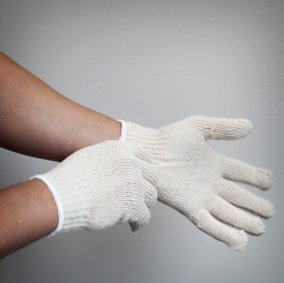 Top Quality String Gloves Image 1